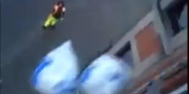 Une vidéo de deux filles jetant leurs sacs-poubelles par la fenêtre indigne les internautes - La DH