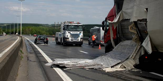 Gros soucis sur la E411 à cause de plusieurs accidents impliquant des camions (PHOTOS) - La DH