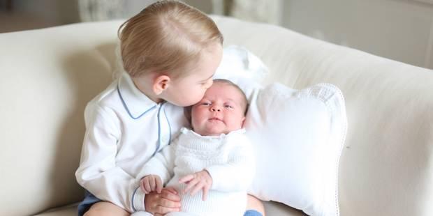 Le prince George tout mignon avec sa petite soeur Charlotte - La DH