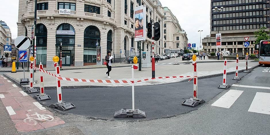 """Bruxelles - """"Mini Ring"""" : Des aménagements permettant de ralentir la vitesse des usagers sur la voirie sont retirés une semaine avant l'instauration de la phase test du pietonnier du centre de Bruxelles"""