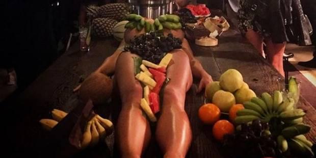 Des femmes nues utilisées comme plateaux à fruits : cauchemar dans un bar australien - La DH