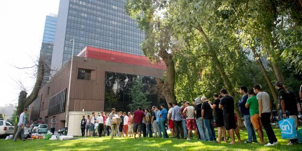 """Le gouvernement ouvre un bâtiment pour un """"pré-accueil"""" de 500 candidats à l'asile - La DH"""