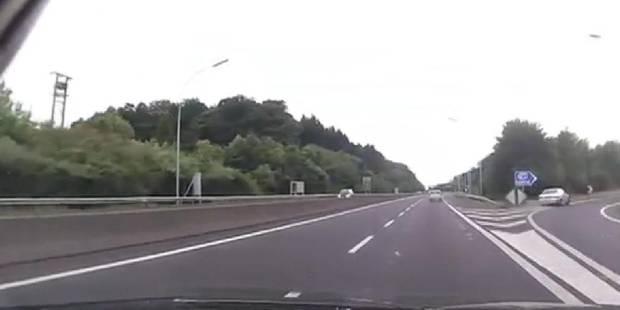 E25: un automobiliste inconscient prend une sortie à toute allure (VIDEO) - La DH