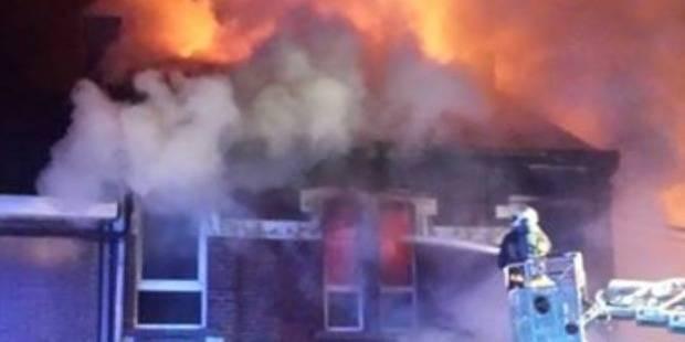 Courcelles: Une habitation ravagée par les flammes - La DH