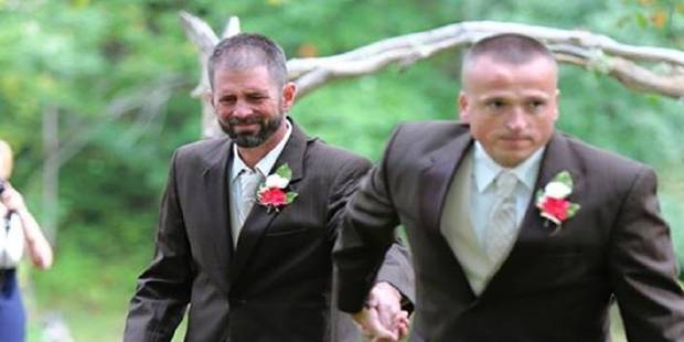 Le geste d'un père au mariage de sa fille bouleverse des millions de personnes - La DH