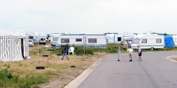 """La construction du """"mur de la honte"""" contre les gens du voyage a commencé entre Mouscron et Wattrelos - La DH"""