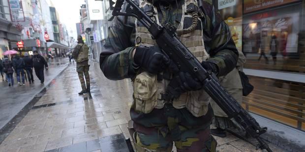 """Le niveau d'alerte passe à 4: """"Un risque d'attentat par des individus avec armes et explosifs à plusieurs endroits de la..."""