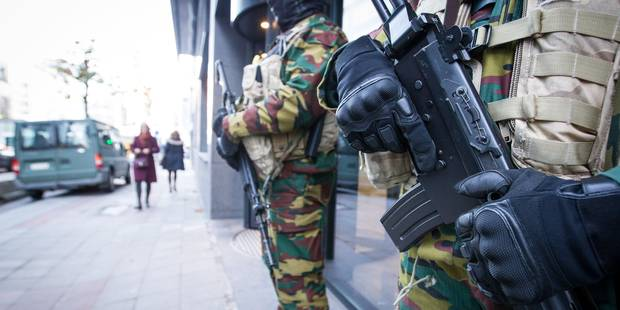 Les militaires resteront dans la rue pendant un mois de plus - La DH