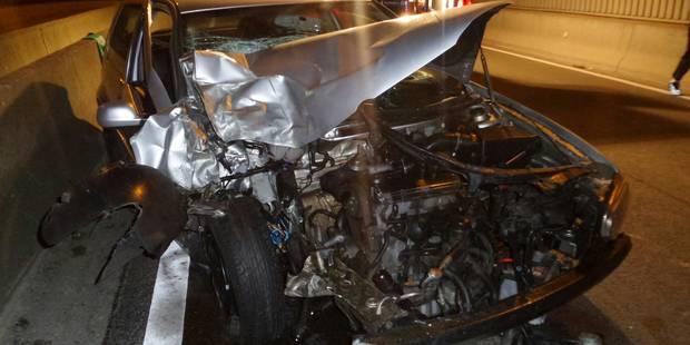 La RN90 fermée après un accident entre un bus et une voiture à Charleroi - La DH