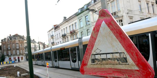 Un piéton grièvement blessé après avoir été heurté par un tram place Bara à Bruxelles - La DH