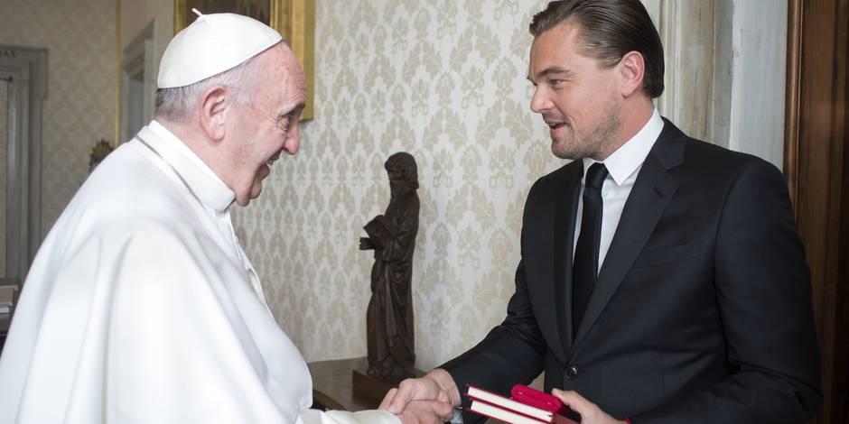Leonardo DiCaprio est partout en ce moment... même chez le Pape