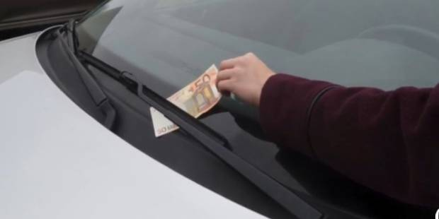 Billet de 50 euros sur votre pare-brise: ne le prenez surtout pas - La DH
