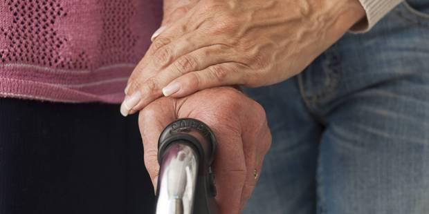 Des gamins de 15 et 16 ans agressent une vieille dame de 92 ans - La DH
