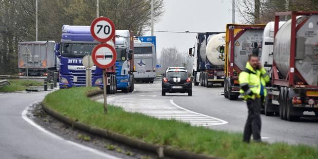 Les barrages routiers resteront en place cette nuit dans le Tournaisis (PHOTOS & VIDEO) - La DH