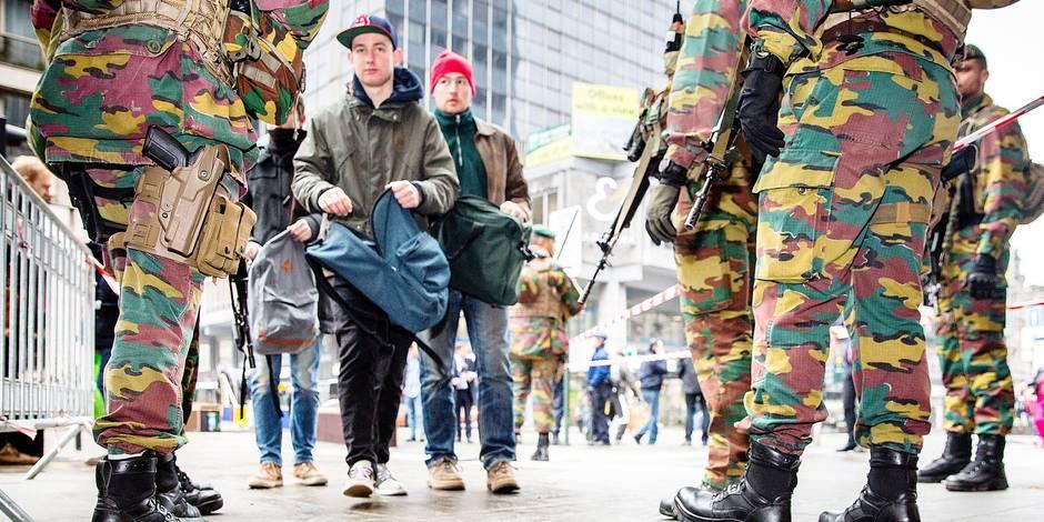Métro de Bruxelles: les fouilles des militaires sont illégales !