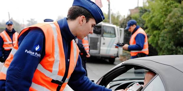 Dottignies, le 01/12/08 : la police de Mouscron fait un contrôle routier préventif dans le cadre de la campagne Bob.