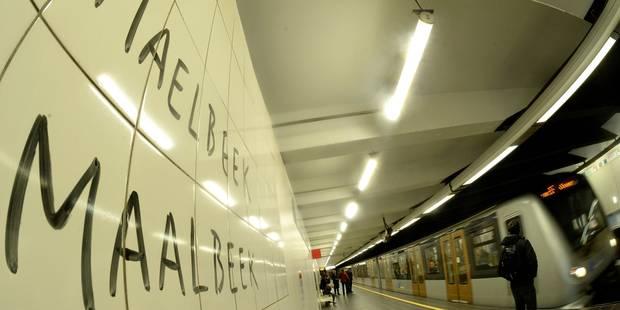 Emotion à la station Maelbeek pour sa réouverture, un mois après les attentats - La DH