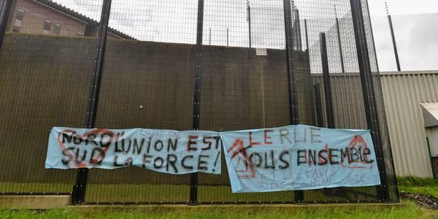 Les gardiens grévistes de Lantin bloquent les ronds-points des Hauts-Sarts - La DH