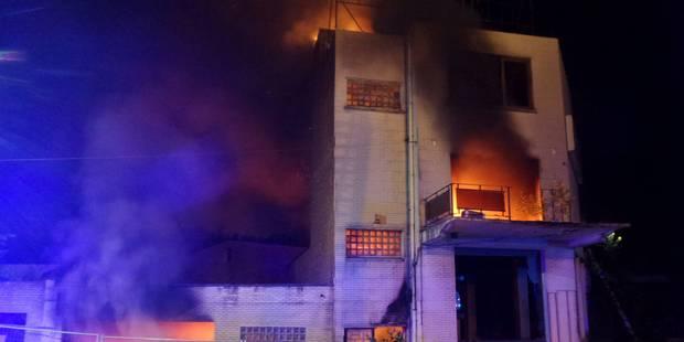 Jumet: un incendie ravage l'ancien bowling - La DH