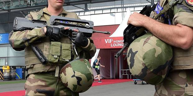 Frappée par les attentats, la France inscrit l'état d'urgence dans la durée - La DH