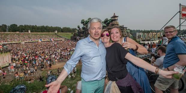 """Didier Reynders à Tomorrowland: """"J'aime les festivals"""" (PHOTOS et VIDEOS) - La DH"""