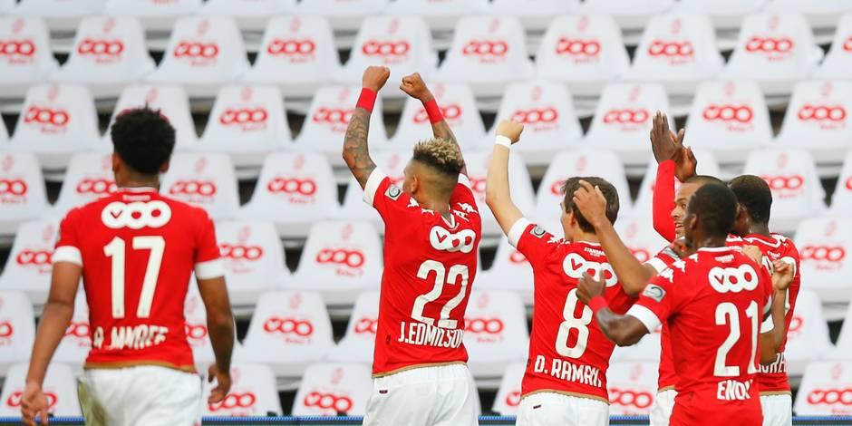 Sans ses supporters, le Standard dispose de Saint-Trond (2-0)