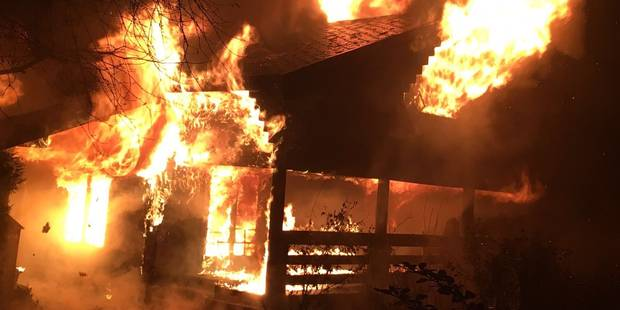 Un chalet détruit par les flammes à Hamoir - La DH