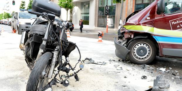 Dour : un motard grièvement blessé après avoir percuté une voiture - La DH