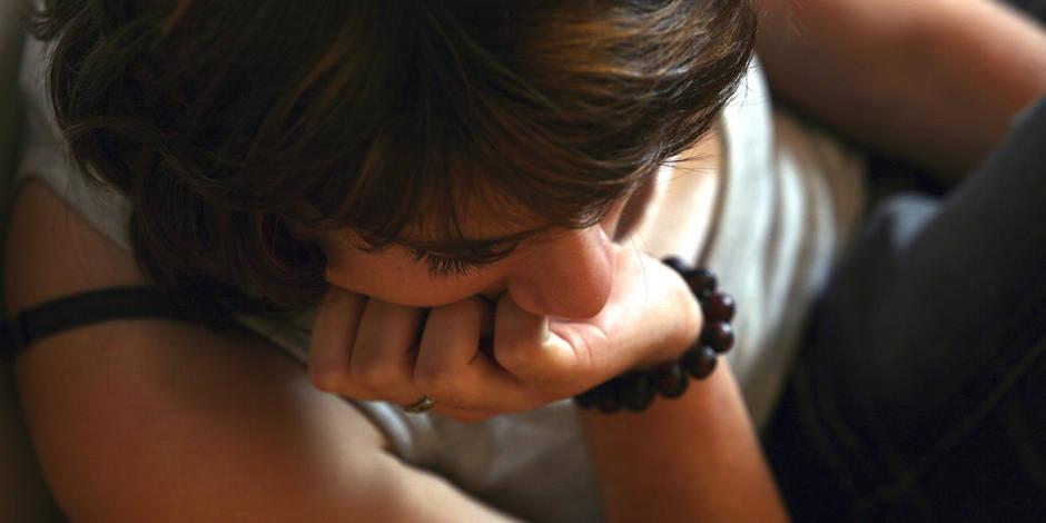 Échapper à l'emprise d'un parent pervers narcissique : les clés pour s'en sortir