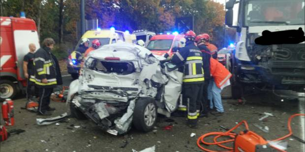 Trois personnes grièvement blessées, dont une petite fille de 3 ans, lors d'une collision à Lobbes - La DH