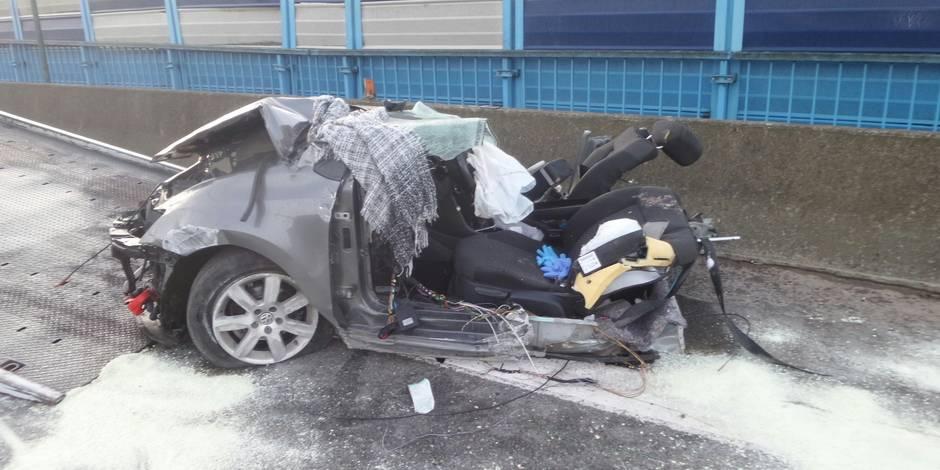 voiture coupée en deux sur le r3 à couillet: un mort et un blessé