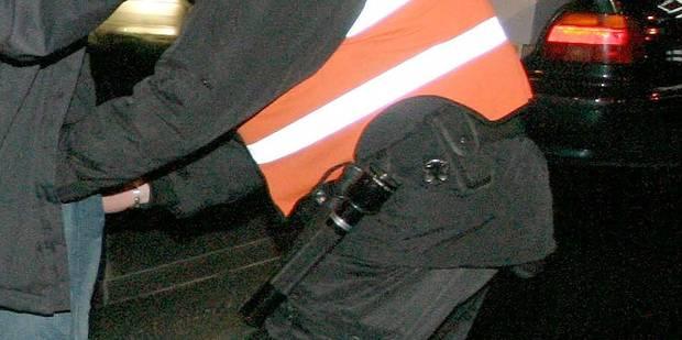 Un conducteur ivre dévie de la route et percute une façade près de Sambreville - La DH