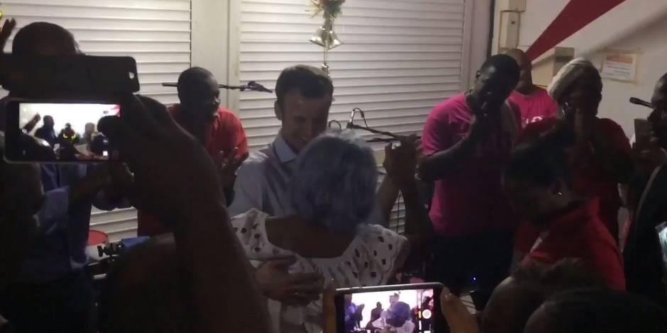 Macron se la joue Francky Vincent et danse un zouk en Guadeloupe (VIDEO)