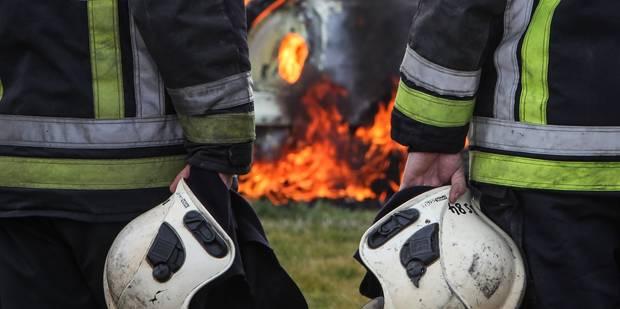 Une habitation ravagée par un incendie à Florennes - La DH