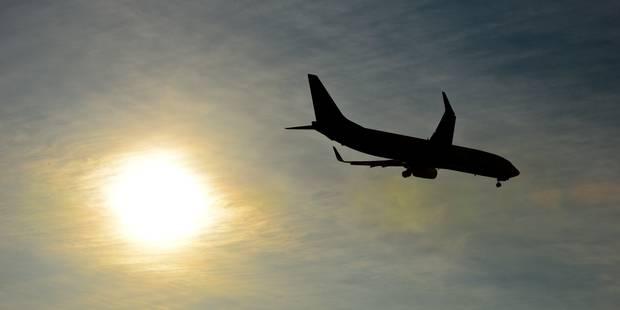 Deux avions touchés par la foudre au Danemark - La DH