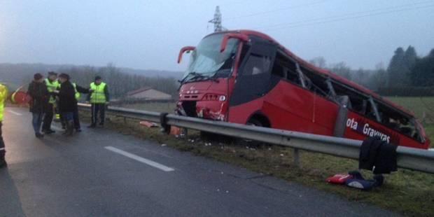 Quatre morts et 27 blessés dans un accident de bus en France - La DH