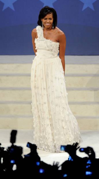Le 20 janvier 2009. Cette magnifique robe blanche griffée Jason Wu, un styliste d'origine taïwanaise et canadienne vivant à New York, a ébloui l'assemblée.