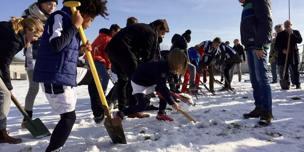 Louvain-la-Neuve: Premiers coups de pelle pour le hockey - La DH