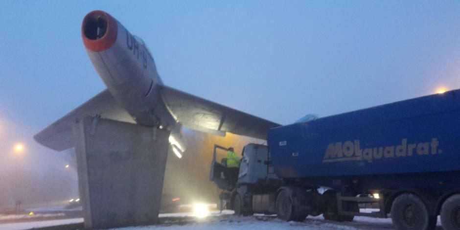 Un camion percute un avion à Philippeville