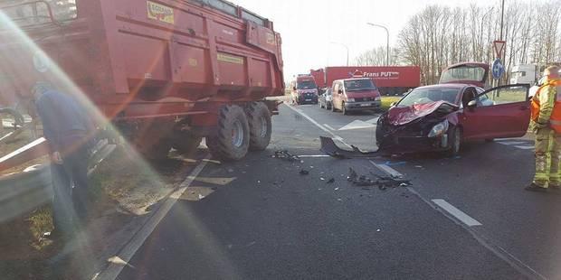 Dour : collision entre une voiture et un tracteur - La DH