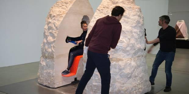 Un artiste français passe huit jours enfermé dans un rocher - La DH