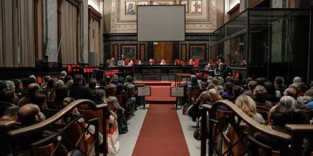 Assises de Bruxelles : les avocats obtiennent le démontage des vitres du box des accusés - La DH