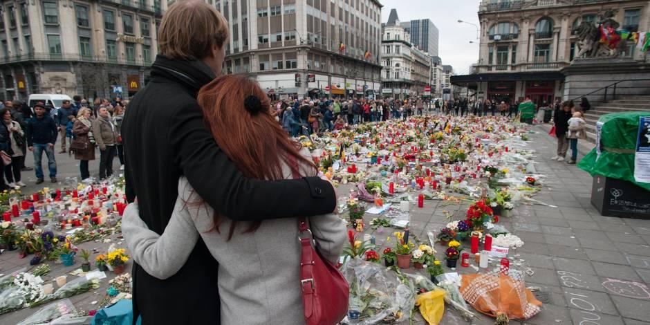 L'aéroport de Bruxelles se fige en hommage aux victimes des attentats