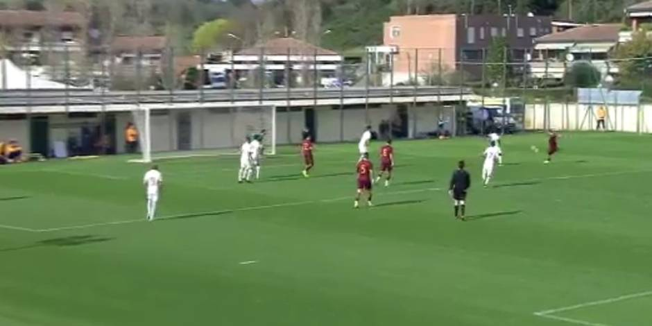 Francesco Totti plante un but exceptionnel en match amical (VIDEO)