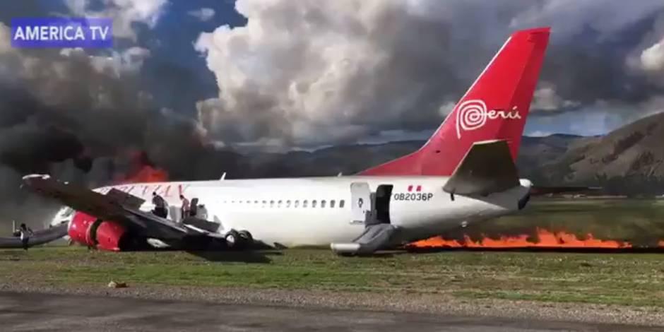 Un Boeing rate son atterrissage et prend feu