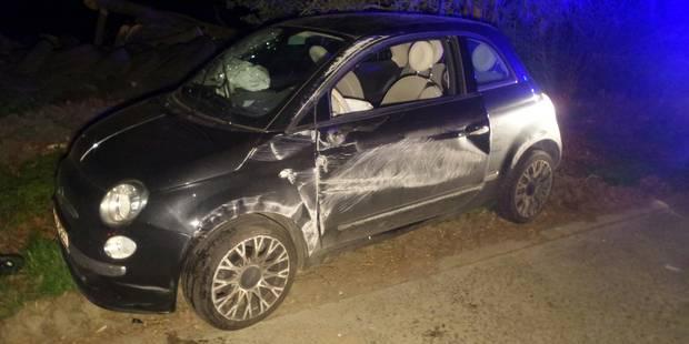Une dame coincée dans sa voiture sur le flanc à Rêves - La DH