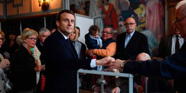Les candidats à la présidentielle française déposent leur bulletin de vote (PHOTOS) - La DH