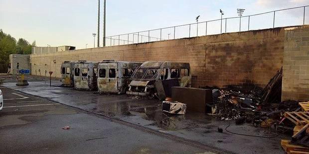 Quatre camionnettes de police incendiées à Anderlecht - La DH