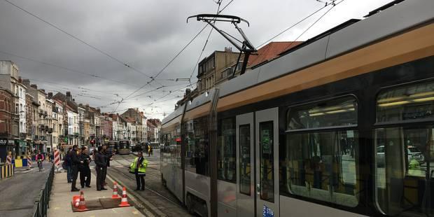 Ixelles: un fil tendeur de câbles d'alimentation s'arrache d'une maison boulevard Général Jacques - La DH