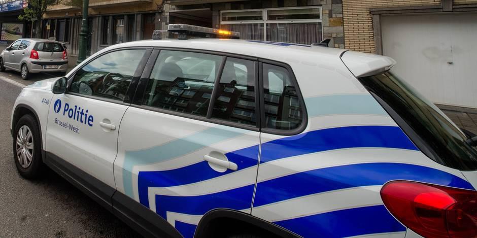 """Un homme qui avait qualifié des agents de police de """"schtroumpfs"""" demande l'acquittement"""